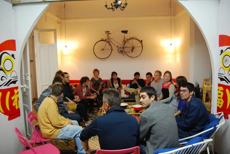 A language exchange session at Itinere Hostel